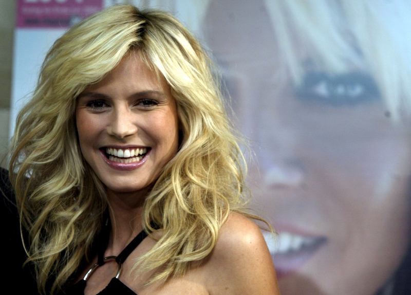 Heidi Klum dona slip per la lotta all'Aids: il video spopola su YouTube